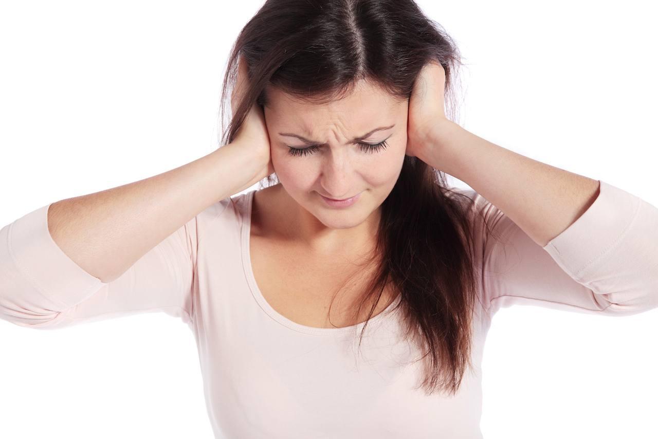 Οι νευροεπιστήμονες αποκαλύπτουν την ασθένεια του εγκεφάλου που είναι υπεύθυνη για τις εμβοές και τον χρόνιο πόνο.