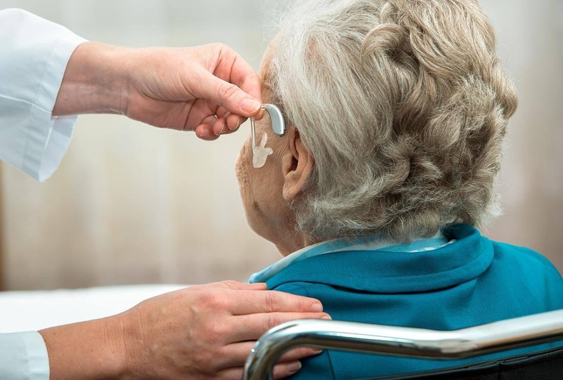 Η βαρηκοΐα επιταχύνει την εξασθένιση της εγκεφαλικής λειτουργίας σε ηλικιωμένους