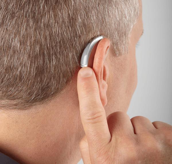 Η ακοή απαιτεί περισσότερη προσπάθεια από όποιον φορά ακουστικό για πρώτη φορά.