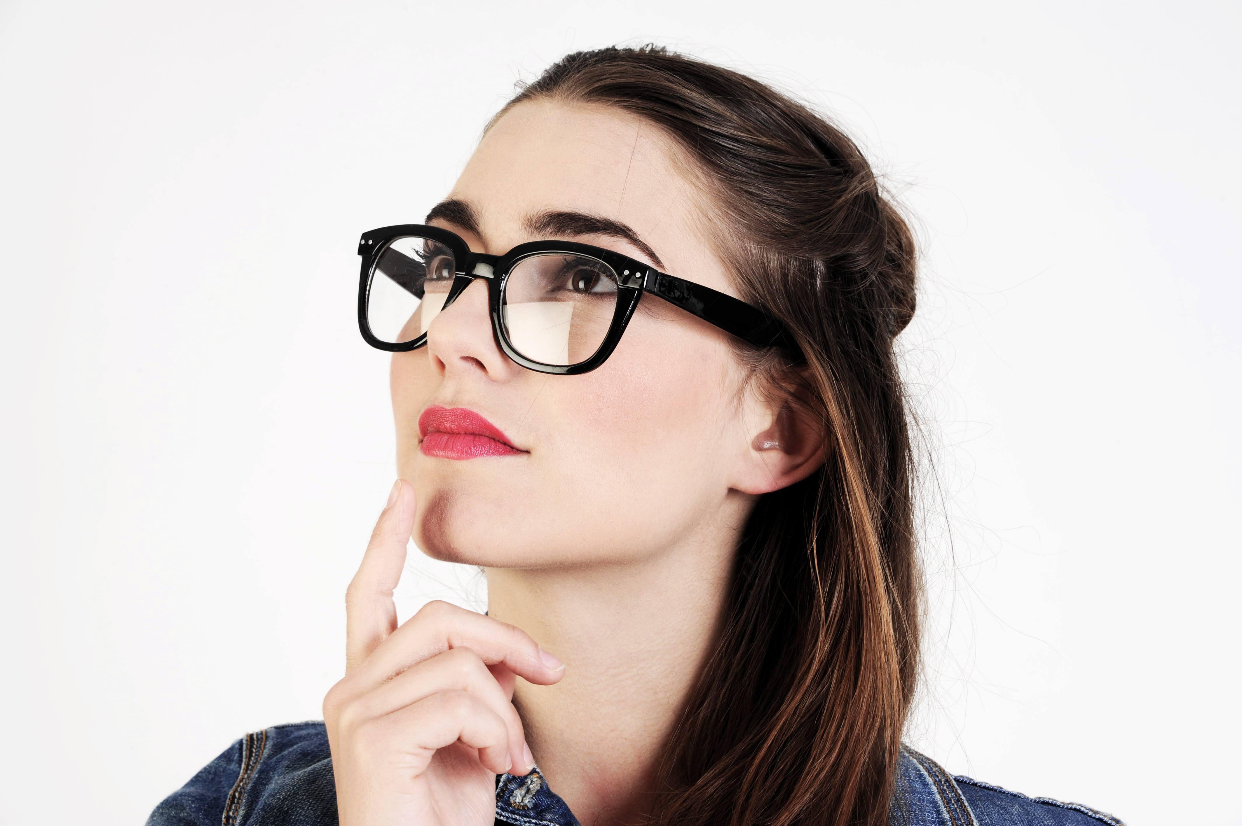 Τα γυαλιά είναι μοδάτα. Γιατί όχι και τα ακουστικά βαρηκοΐας;